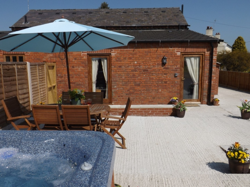 Ellesmere Holiday Cottage with Hot Tub