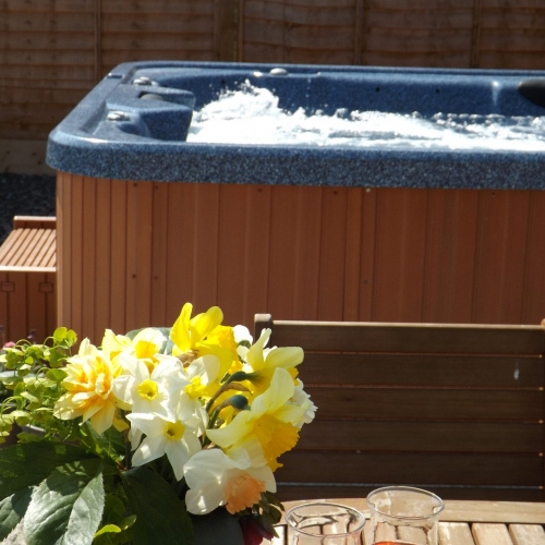 Ellesmere Holiday Let with Hot Tub